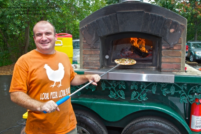 Jeff Borofsky, Owner, Skinny Pines Pizza. Westport Farmers Market, ©Mardi Welch Dickinson/Kymry Group™ All Rights Reserved