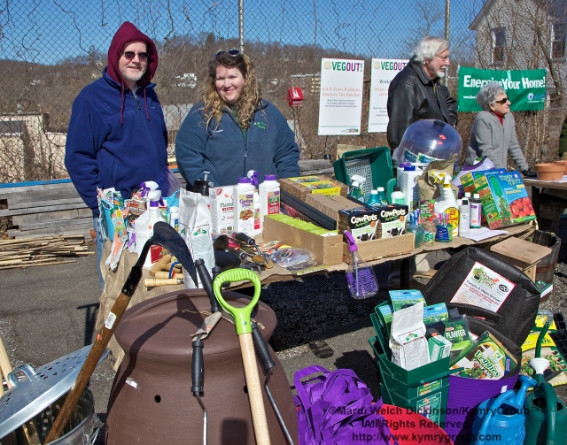 Bedford 2020 VegOut Event held at the Mt. kisco Elelmentary School Community Garden, Mt Kisco, NY. April 6, 2013. ©Mardi Welch Dickinson/Kymry Group. All Rights Reserved.