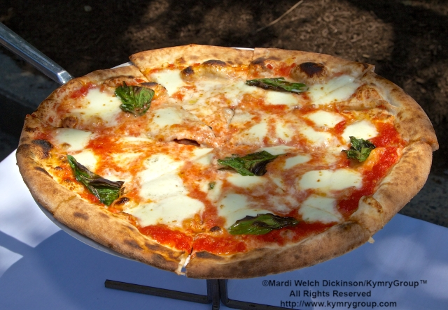 "Margherita Pizza, Tarry Lodge Westport CT is Awarded the ""Snail Of Approval"" by Slow Food Metro North on June 29, 2003. ©Mardi Welch Dickinson/KymryGroup. All Rights Reserved."