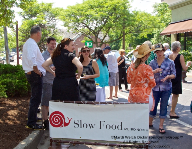 "Guests gather at Tarry Lodge Westport CT to celebrate being awarded the ""Snail Of Approval"" by Slow Food Metro North on June 29, 2003. ©Mardi Welch Dickinson/ KymryGroup. All Rights Reserved."