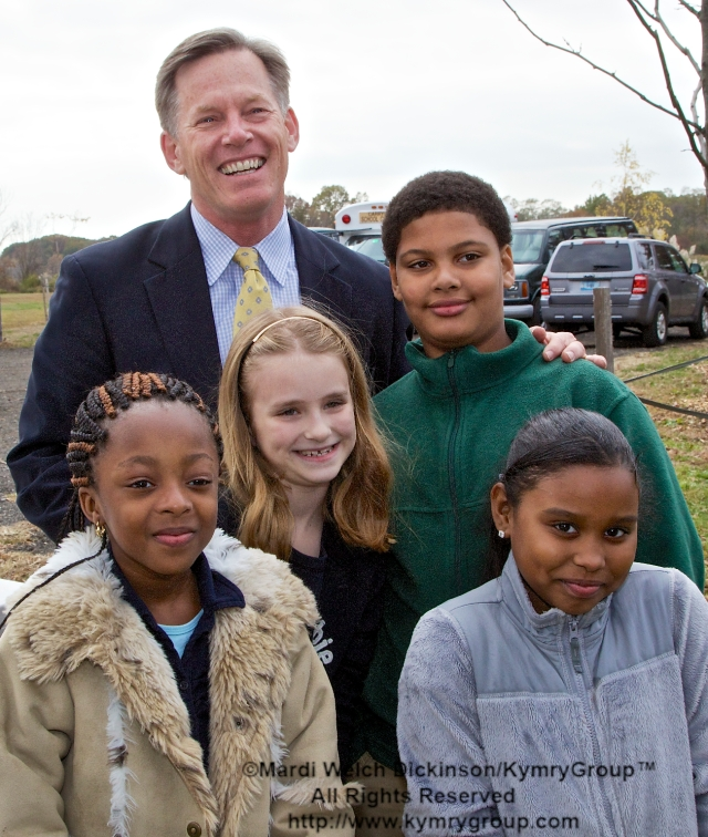 Stewart J. Hudson, Vice President & Executive Director of National Audubon Connecticut. With students of the Barnard Environmental Studies Magnet School. Audubon Connecticut Urban Oases Program Celebration. National Wildlife Refuge Partnership, Barnard Nature Center, West River Memorial Park, New Haven, CT on October 30.2013. ©Mardi Welch Dickinson/KymryGroup. All Rights Reserved.
